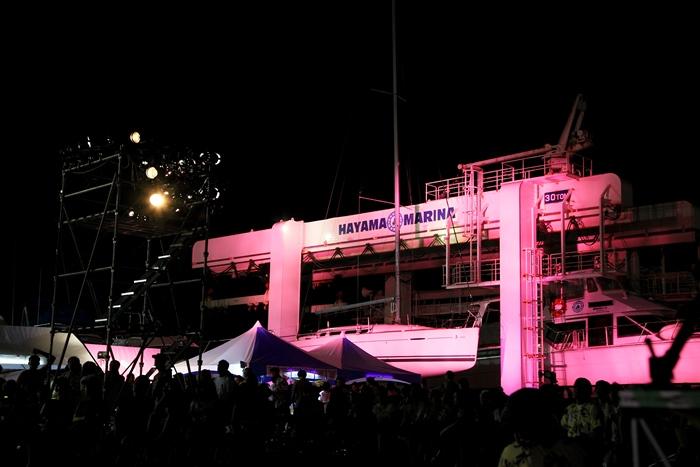 イベントの最後には、マリーナの象徴であるクレーンを鮮やかなピンクにライトアップ