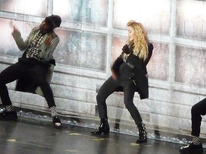 マドンナもツアーで着用中!流行のチェック柄をスタイリッシュに着こなす
