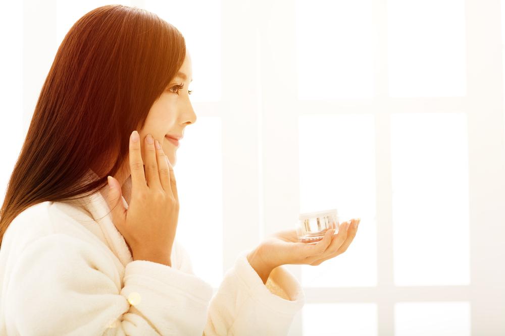 「化粧品の美容成分は浸透しない説」はYES or NO?