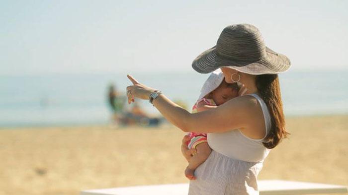 愛娘とビーチを散歩
