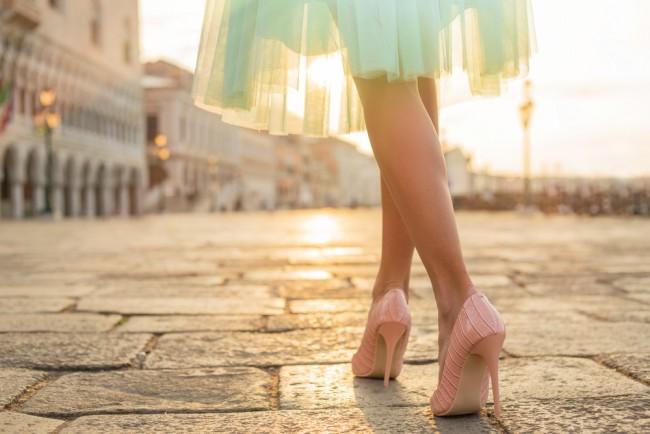 シンデレラもビックリ!!美しくハイヒールを履きこなすための究極の方法とは?