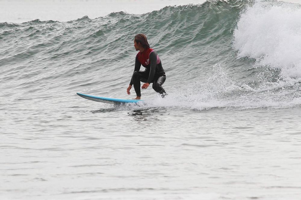 彼女の自宅から車で15分ほどの距離にあるトパンガビーチで。サーフィン歴わずか約1年半とは思えないほどの綺麗なフォルム。彼女が夢中になっている様子が手に取るようにわかります。