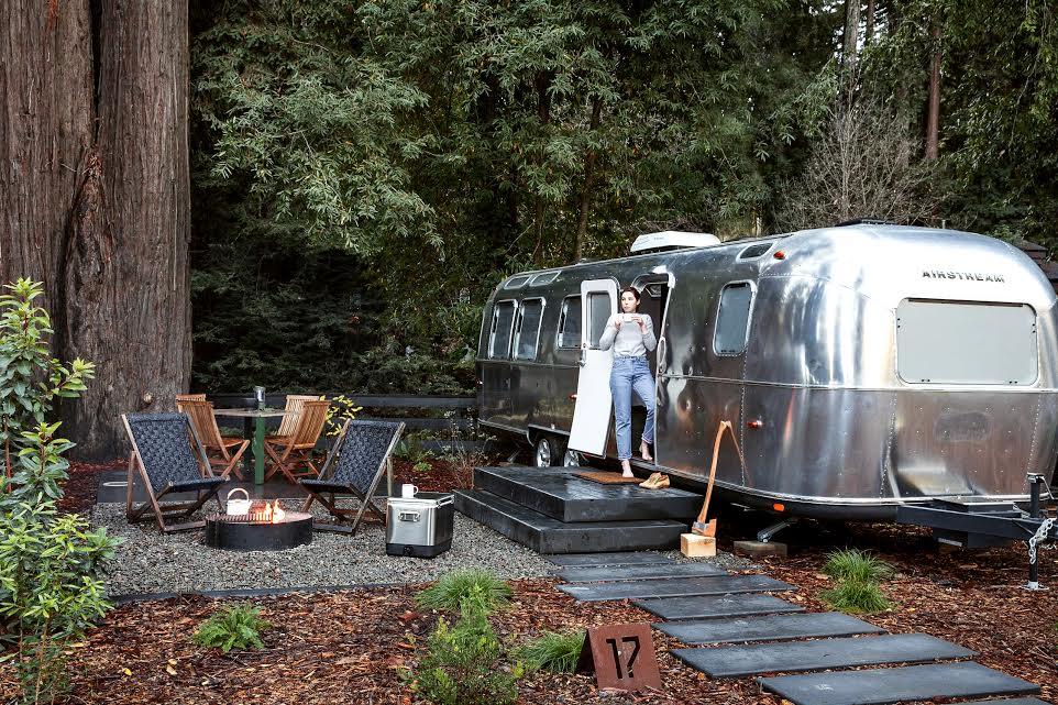エアストリームで快適に過ごす、大人のキャンプ場が話題!