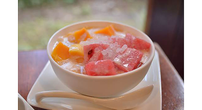 スイカとマンゴーの豆花。可愛らしく爽やかで女子力がアップしそう。