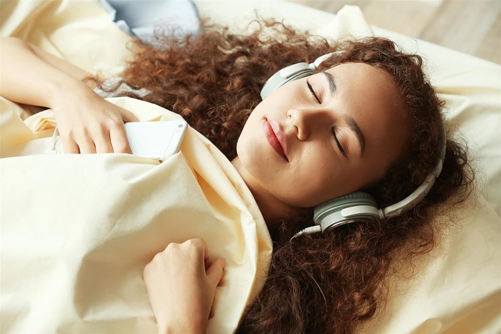 脳のアンチエイジング!快眠と記憶力アップの救世主は「ピンクノイズ」