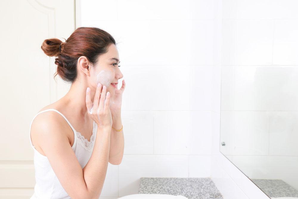 もう肌を老けさせない!丁寧なクレンジング&洗顔方法
