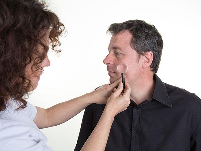 しつこい男性ニキビの原因と対策を徹底解剖