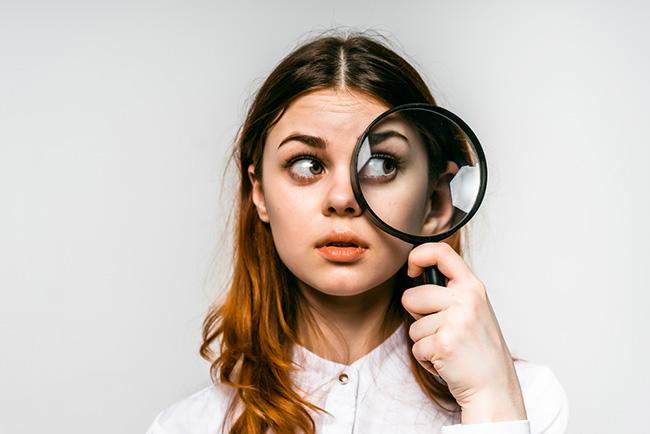 意外と厄介!眉に出来るニキビの原因と対処法を徹底解説