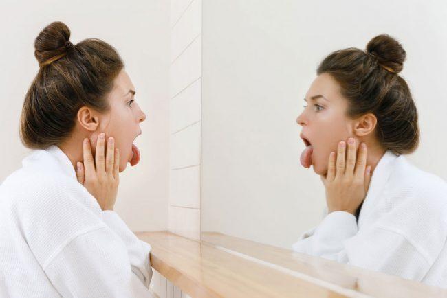 美肌にもダイエットにも効果的!舌磨きで目指せ!腸内美人【対策編】