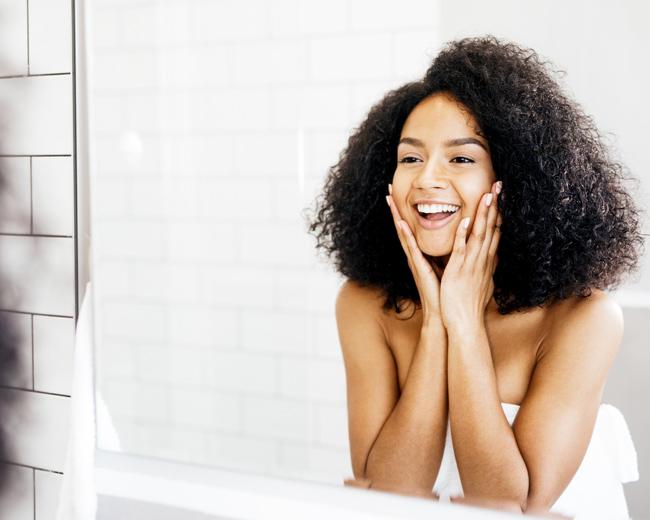 美容整形を考える前に、たるみ解消で小顔にリセット!「リフトアップ」コスメの活用術