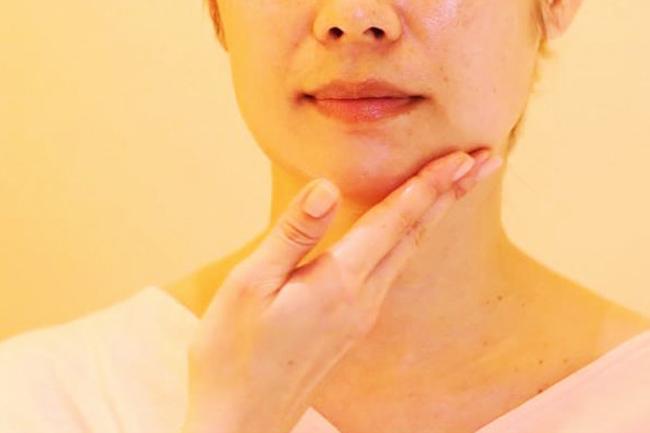 むくみ改善で老け顔防止! 生活習慣を見直して、むくみ解消!