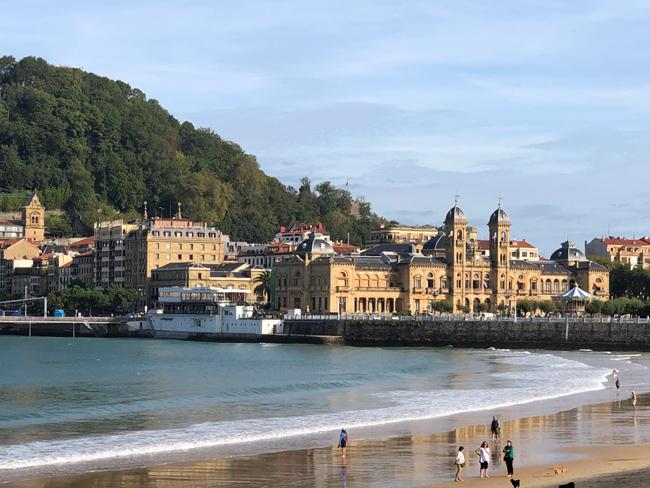 美食家も納得のバルがひしめき合う、海沿いの町「サン・セバスチャン」。