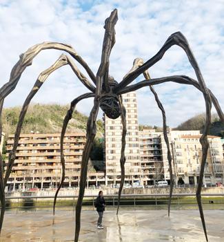 グッケンハイム美術館といえば、お馴染みの大きなクモのオブジェ。