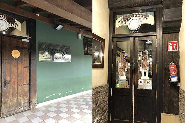 重厚な木の扉(左上写真)を開けると、さらにガラスの扉が!(右上写真)