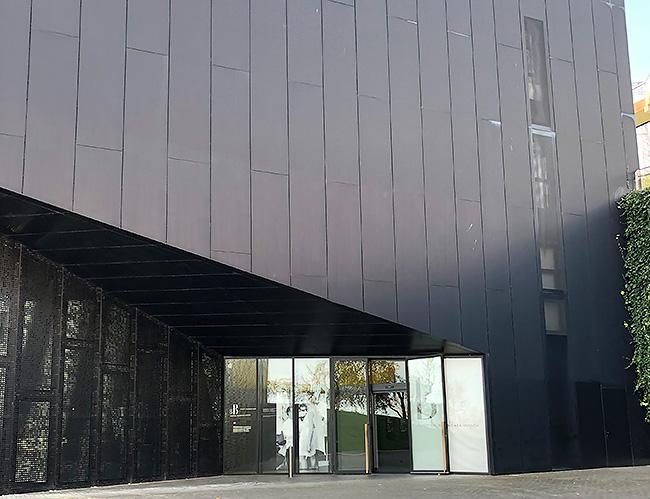 シンプルモダンなバレンシアガミュージアム