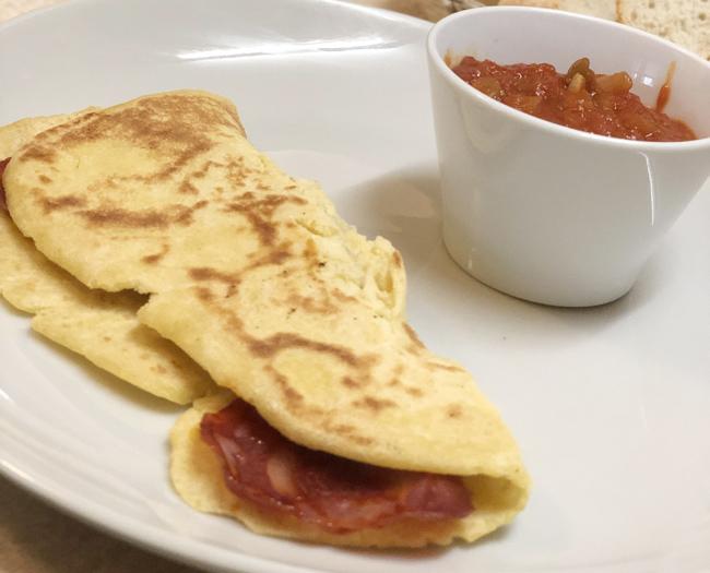 バスクの伝統料理「ガレット」。