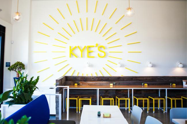 モダンで気分もグッと上がりそうな「カイズ(Kye's )」の店内