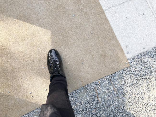 立ち止まらないと、どちらの足から踏み出すのか分からなくなってしまいそう。