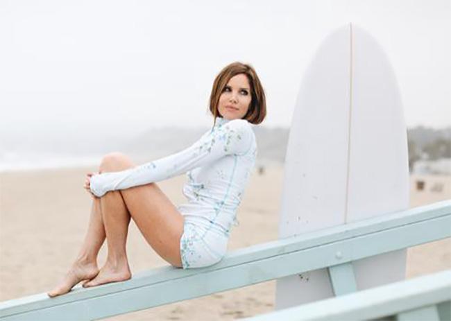 「トュトュブルー(TUTUblue)」を着ているとサーフィン中も心地よく安心。